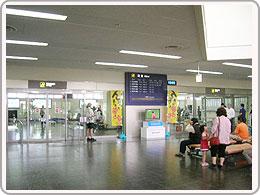 宮古空港の到着ロビー